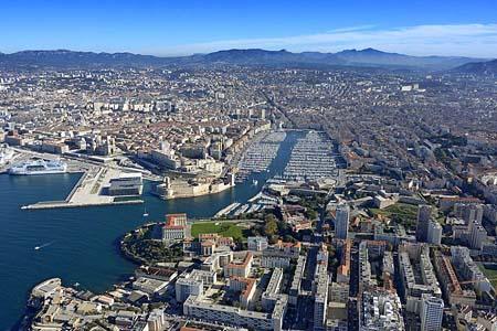 le vieux port de Marseille avec le Mucem au premier plan