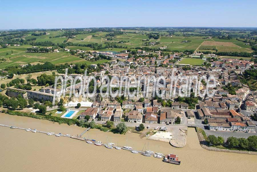 Vue a rienne bourg sur gironde photo a rienne france - Piscine bourg sur gironde ...